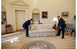 Obama-moving-sofa_1394472i
